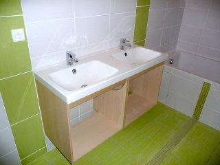 dans la salle de bain des enfants le meuble double vasque de confection sudoise a t pos - Fabriquer Meuble Salle De Bain Double Vasque