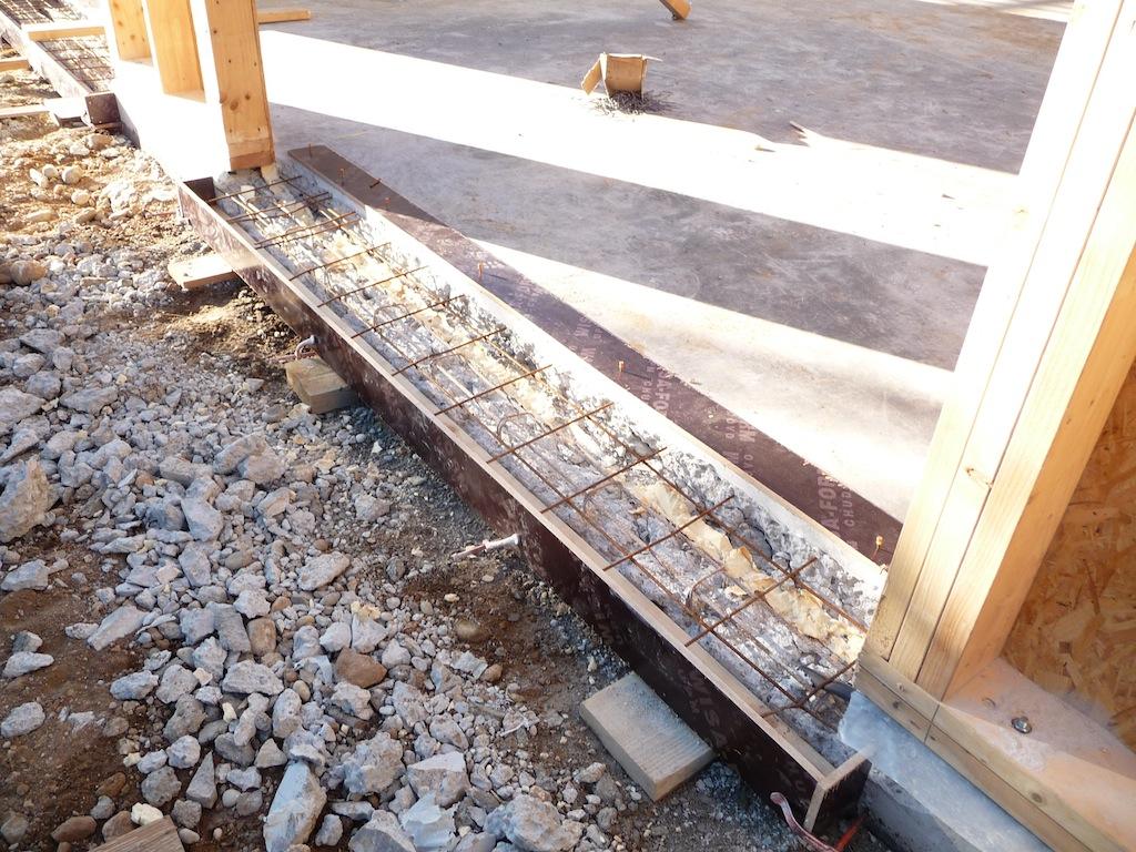 Faire un seuil de porte de garage 3 sans oublier la - Comment faire un seuil de porte en beton ...
