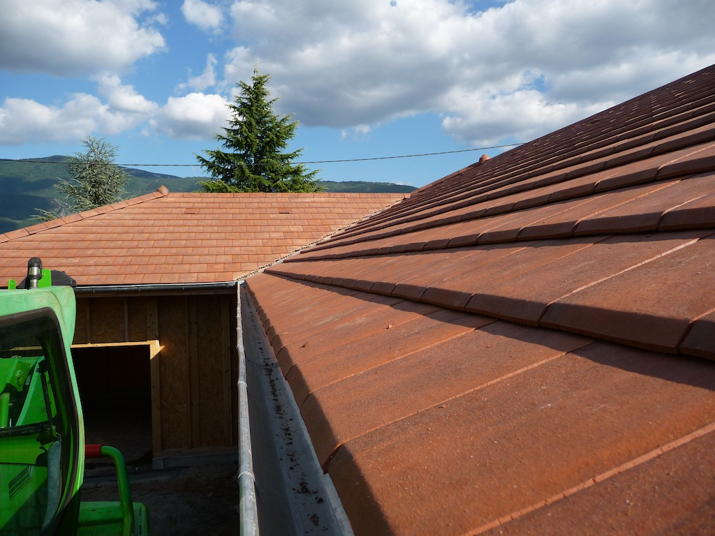 tuile alpha 10 rouge nuanc rev tements modernes du toit. Black Bedroom Furniture Sets. Home Design Ideas